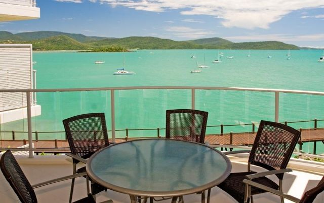2-bedroom-airlie-beach-apartments (1)